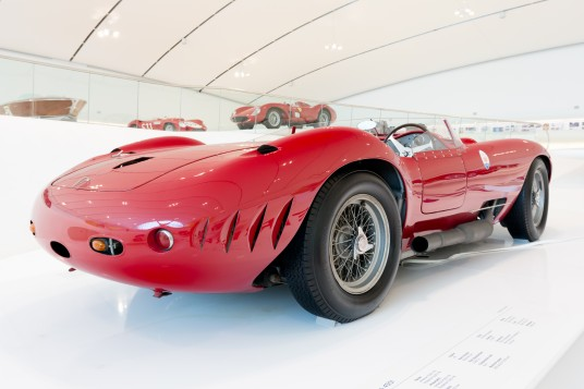 Maserati_450S_Prototype_rear-right_Enzo_Ferrari_Museum (c) wikipedia